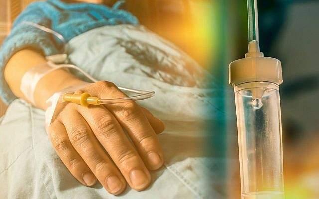 Una imagen ilustrativa de un paciente con cáncer y goteo de perfusión.(CIPhotos, iStock de Getty Images)