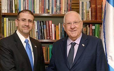 Luego, el embajador de EE. UU. En Israel, Dan Shapiro, se reúne con el presidente Reuven Rivlin el 17 de enero de 2017 (Mark Neiman / GPO)