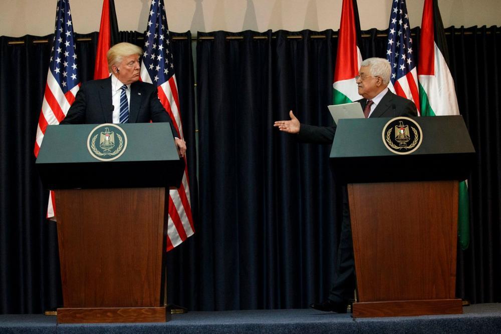 El presidente de la AP Mahmoud Abbas (derecha) y el presidente estadounidense Donald Trump haciendo declaraciones a la prensa en Belén, el 23 de mayo de 2017. Foto: Evan Vucci / AP