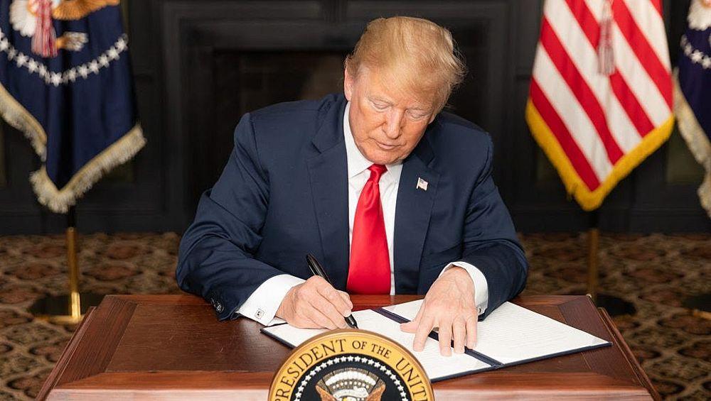 """Trump vuelve a imponer sanciones a Irán, dice que el objetivo es """"máxima presión"""""""