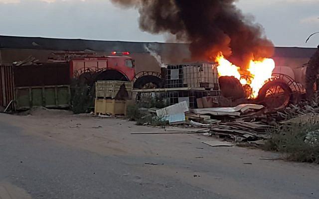 El sitio donde un proyectil de la Franja de Gaza golpeó una casa en la región de Eshkol, en el sur de Israel, hiriendo a dos personas, el 9 de agosto de 2018. (Seguridad Eshkol)