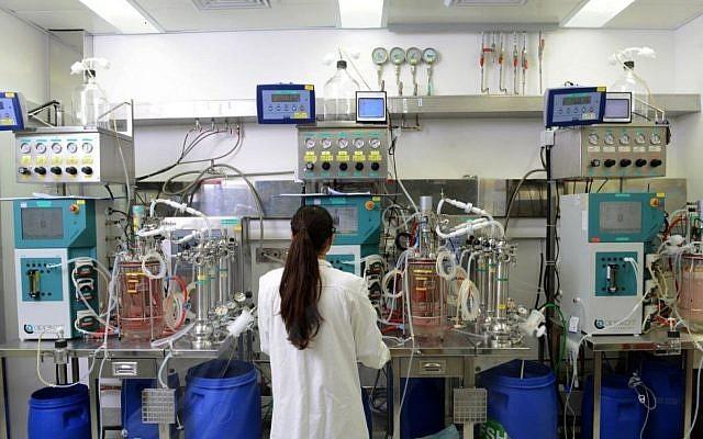 Un laboratorio de desarrollo en Bio-Technology General (Israel) Ltd. (BTG), la empresa de biotecnología en Be'er Tuvia que fue comprada por la multinacional suiza Ferring en 2005 (Rami Chacham)