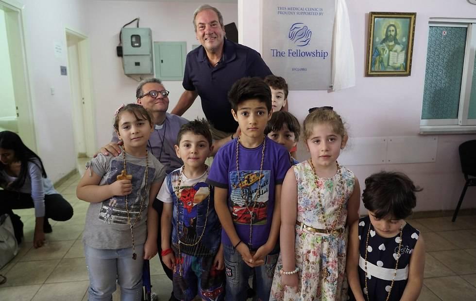 El rabino Eckstein visitando la clínica médica en Amman(Foto: IFCJ)