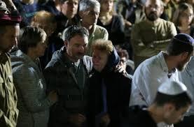 El padre de Ronen en el funeral de su hijo (Foto: Amit Shabi)