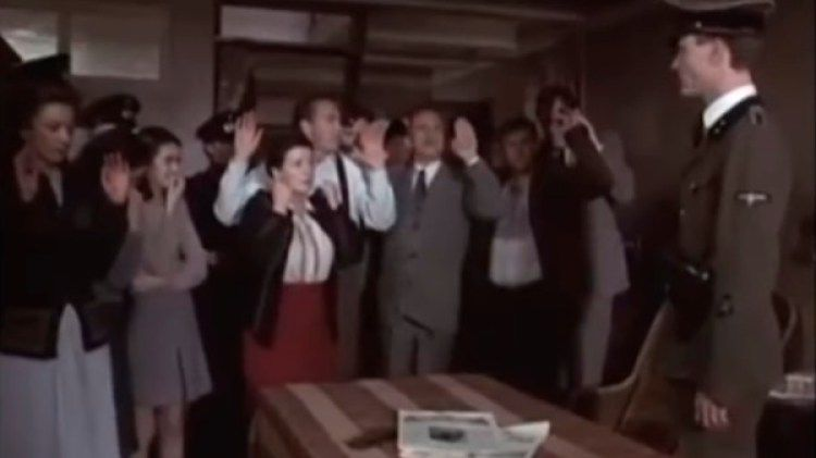 """Descubiertos. Escena del momento en que la Gestapo ingresa al escondite de la película """"La historia de Ana Frank"""", de Robert Dornhelm (2001)."""