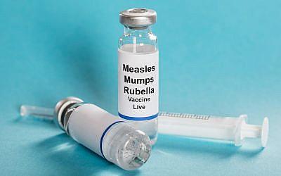 Sarampión paperas Viales de vacuna contra la rubéola con jeringa. (iStock por Getty Images / AndreyPopov)