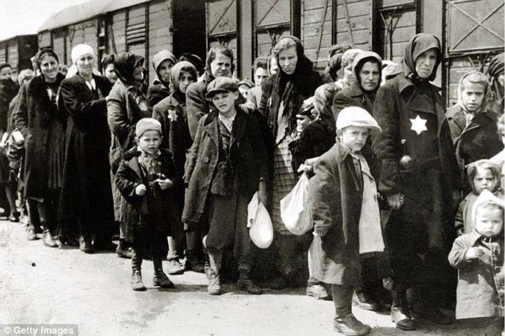 Judíos llevados a campos de concentración. (Archivo)