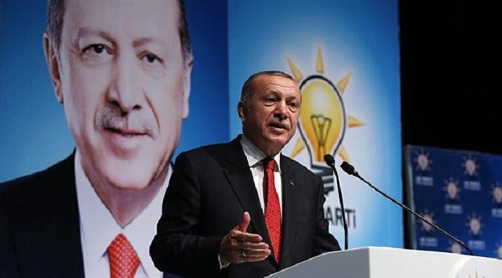 """Erdogan dice que Estados Unidos está librando una """"guerra económica"""" contra Turquía"""