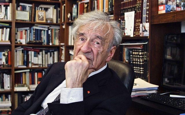 Elie Wiesel en su oficina en Nueva York, 12 de septiembre de 2012 (AP Photo / Bebeto Matthews)