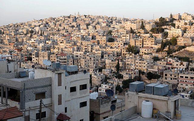 Esta imagen muestra una vista general del este de Ammán y el barrio de Nazzal el 8 de junio de 2018. (AFP Photo / Ahmad Gharabli)