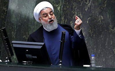 El presidente de Irán, Hassan Rouhani, habla en el Parlamento iraní en la capital, Teherán, el 28 de agosto de 2018. (AFP Photo / Atta Kenare)