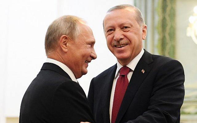 El presidente de Rusia, Vladimir Putin (izq.), Estrecha la mano de su homólogo turco, Recep Tayyip Erdogan, durante su reunión en Teherán el 7 de septiembre de 2018 (AFP / Pool / Kirill Kudryavtsev)