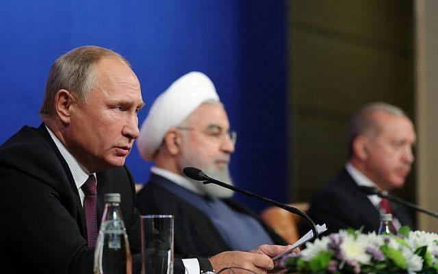 El presidente ruso Vladimir Putin (L), el presidente iraní Hassan Rouhani (C) y el presidente turco Recep Tayyip Erdogan (R) asisten a una conferencia de prensa después de reunirse en Teherán el 7 de septiembre de 2018. (AFP PHOTO / SPUTNIK / Mikhail KLIMENTYEV)