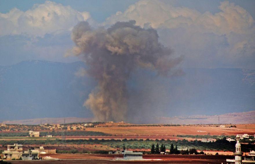 Aviones rusos y sirios atacan a Idlib después de la cumbre en Irán