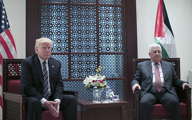 El presidente de la Autoridad Palestina, Mahmoud Abbas, se reúne con el presidente de los Estados Unidos, Donald Trump, en la ciudad cisjordana de Belén, el 23 de mayo de 2017. (Fadi Arouri, Xinhua Pool vía AP)