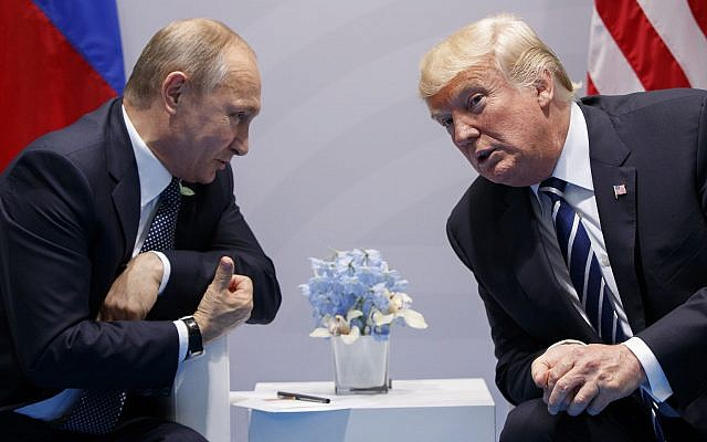 El presidente de los Estados Unidos, Donald Trump (derecha) se reúne con el presidente ruso, Vladimir Putin, en la cumbre del G-20 en Hamburgo, el 7 de julio de 2017. (AP Photo / Evan Vucci)