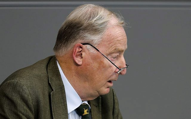 Alexander Gauland, líder de co-facción del partido Alternativa por Alemania, pronuncia su discurso durante una sesión plenaria del parlamento alemán Bundestag sobre el presupuesto 2019, en Berlín, 12 de septiembre de 2018. (AP Photo / Markus Schreiber)