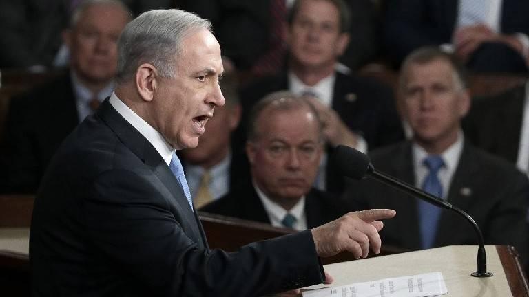 El primer ministro Benjamin Netanyahu se dirige a una reunión conjunta del Congreso de los Estados Unidos en la Cámara en el Capitolio de los EE. UU. en Washington, DC el martes 3 de marzo de 2015, en un discurso de advertencia contra el tratado entonces respaldado por Estados Unidos con Irán.(Win McNamee / Getty Images / AFP)