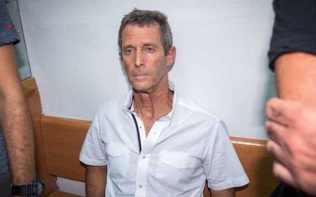 Magnate israelí Beny Steinmetz visto en la corte de magistrados de Rishon Lezion, 14 de agosto de 2017. (Flash90)