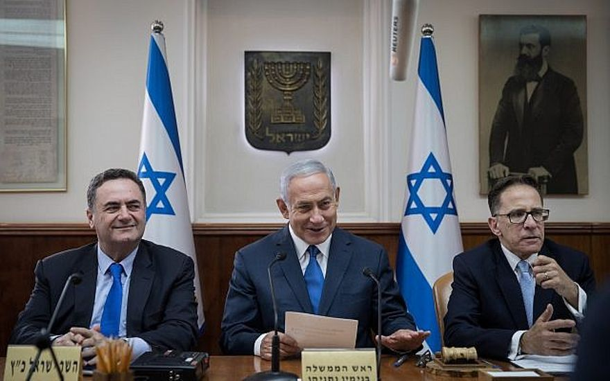 El Primer Ministro Benjamin Netanyahu (c) dirige la reunión semanal del gabinete en la Oficina del Primer Ministro en Jerusalén el 5 de septiembre de 2018. (Hadas Parush / Flash90)