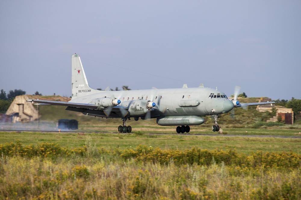 En esta foto tomada el 6 de julio de 2015, un avión de inteligencia electrónica Il-20 de la fuerza aérea rusa despega de un aeródromo cerca de Rostov-on-Don, Rusia.(Foto AP)