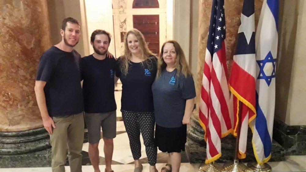 En el Capitolio de Puerto Rico se muestran al ingeniero hidráulico de IsraAID Mori Neumann, al interno Nissim Roffe, al ex jefe de misión Hannah Gaventa y a la experta psicosocial Tamara Alon. Foto cortesía