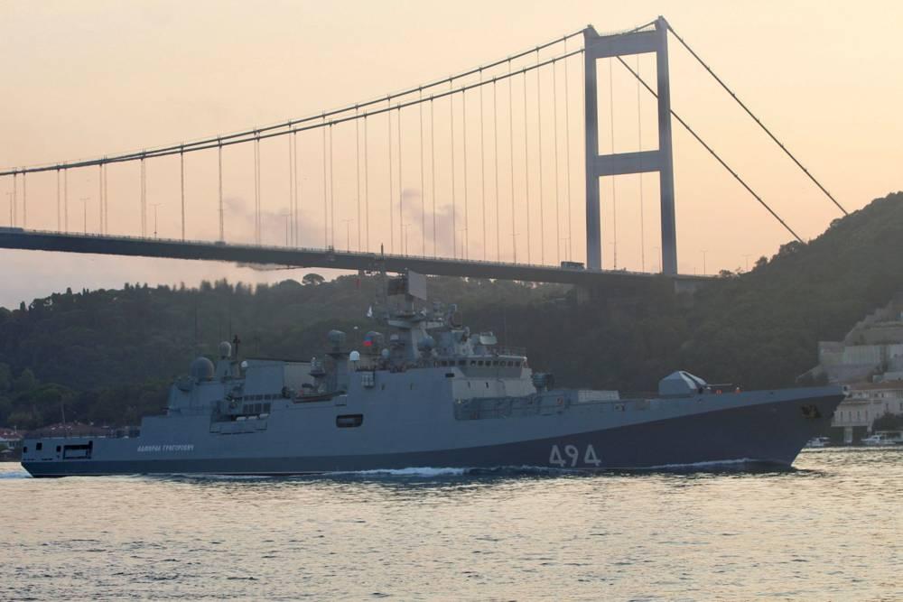 La fragata de la marina rusa Almirante Grigorovich navega en el Bósforo, en su camino hacia el mar Mediterráneo, en Estambul, Turquía el 25 de agosto de 2018.\ YORUK ISIK / REUTERS