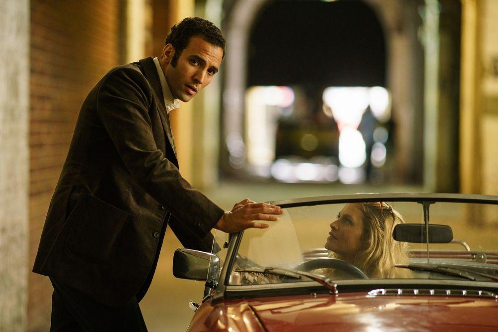 Marwan Kenzari, izquierda, y Hannah Ware en 'The Angel'.Kenzari interpreta al espía egipcio Ashraf Marwan.(Nick Briggs / Netflix)