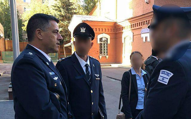 El jefe de la Fuerza Aérea de Israel, Amikam Norkin, izquierda, encabeza una delegación militar en Moscú el 20 de septiembre de 2018. (Fuerzas de Defensa de Israel)