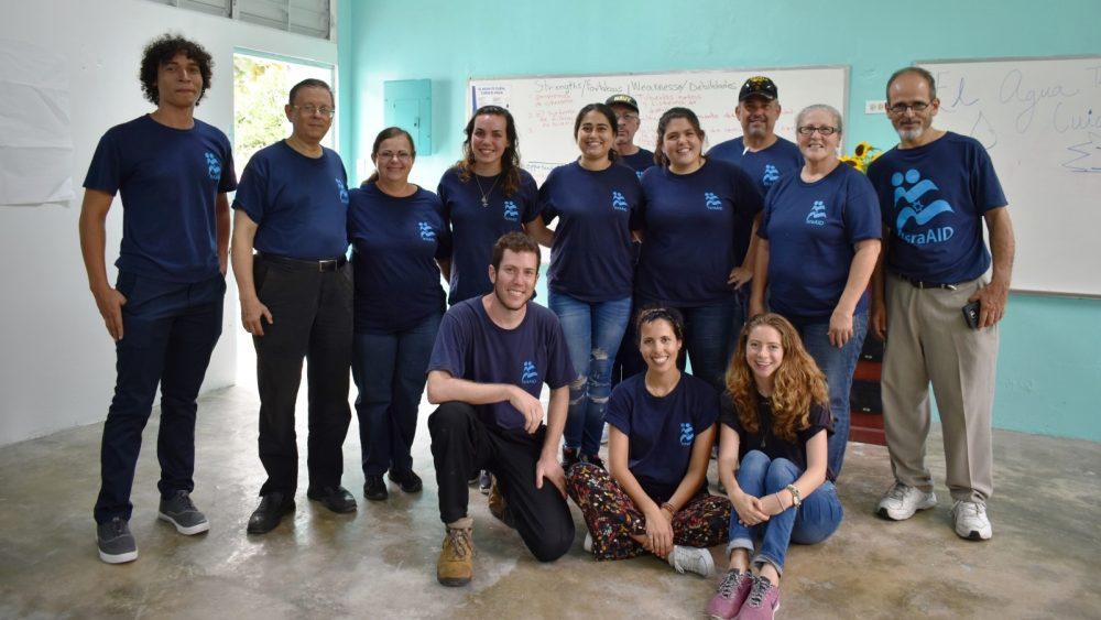 Trabajadores de IsraAID en Puerto Rico (Haley Broder, subdirectora de misión, está en la parte inferior derecha). Foto cortesía
