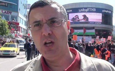 El activista de BDS Omar Barghouti en un mitin pro-boicot en Ramallah, febrero de 2016. (Captura de pantalla de YouTube)