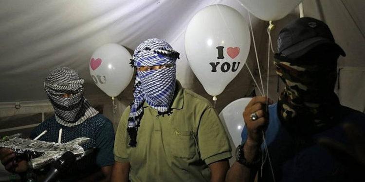 FDI dispara a terroristas de Gaza que lanzan globos incendiarios a Israel
