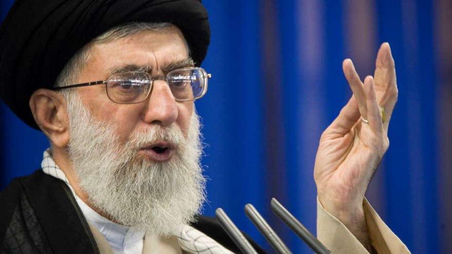 Twitter debe aplicar sus propias reglas y censurar a Jamenei