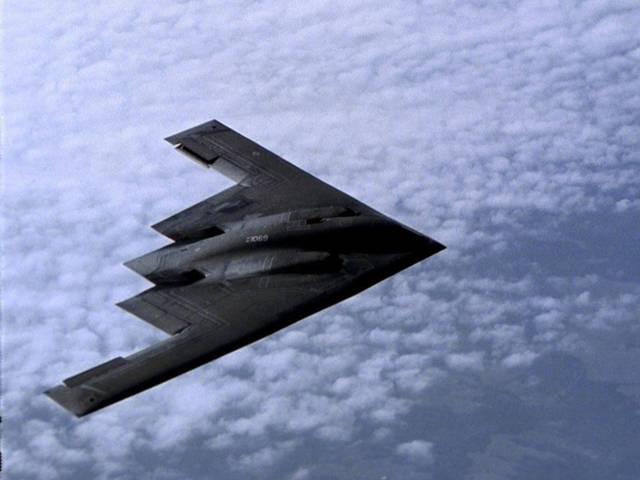 El Northrop Grumman B-2 Spirit es un bombardero estratégico polivalente desarrollado en Estados Unidos por Northrop Corporation con tecnología furtiva de «baja visibilidad» capaz de penetrar defensas antiaéreas para desplegar armas tanto convencionales como nucleares.