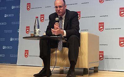 Marshall Billingslea, un secretario adjunto del Tesoro de EE. UU. Que se ocupa de la financiación del terrorismo, asiste a una OCDE en París, el 19 de septiembre de 2018. (AP Photo / John Leicester)