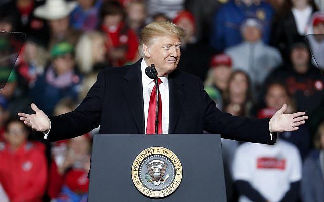 El presidente Donald Trump habla en un mitin que avala el boleto republicano, el 12 de octubre de 2018, en Lebanon, Ohio. (Foto AP / John Minchillo)