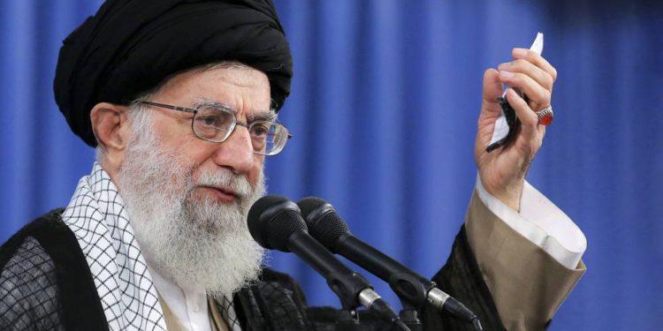 """Líder supremo de Irán se refiere a Israel como """"perro rabioso y depredador"""""""