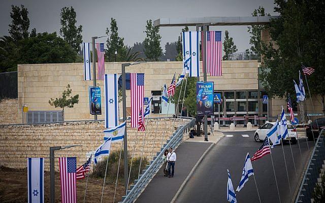 Vista de la embajada de los Estados Unidos en el barrio Arnona de Jerusalem, 13 de mayo de 2018. (Yonatan Sindel / Flash90)