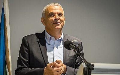 Finanzas Moshe Kahlon habla en una ceremonia, 20 de agosto de 2018. (Meir Vaknin / Flash90)