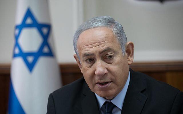 El primer ministro Benjamin Netanyahu dirige la conferencia semanal del gobierno en la oficina del primer ministro en Jerusalén el 28 de octubre de 2018. (Ohad Zwigenberg / YEDIOTH AHRONOTH) / Flash90)