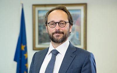 El embajador de la UE en Israel, Emanuele Giaufret, en su oficina de Ramat Gan en diciembre de 2017. (Ariel Zandberg)