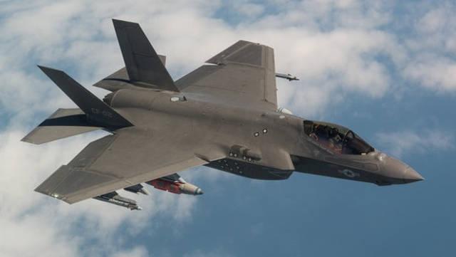 El Lockheed Martin F-35 Lightning II es un avión de combate polivalente de quinta generación, monoplaza y con capacidad furtiva