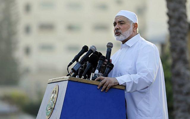 El líder del grupo terrorista de Hamas, Ismail Haniyeh, pronuncia un discurso el primer día del feriado musulmán Eid al-Adha en la ciudad de Gaza, la Franja de Gaza, el 21 de agosto de 2018. (Anas BABA / AFP)