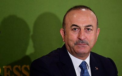 El ministro de Asuntos Exteriores de Turquía, Mevlut Cavusoglu, celebra una conferencia de prensa en Tokio el 6 de noviembre de 2018. (Martin BUREAU / AFP)