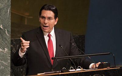 En esta foto de archivo tomada el 13 de junio de 2018, el embajador de Israel en las Naciones Unidas, Danny Danon, habla ante la Asamblea General antes de una votación para condenar las acciones israelíes en Jerusalem Este, Judea y Samaria, en la Asamblea General en Nueva York. (Don Emmert / AFP)