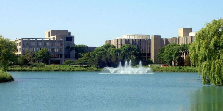La Unión de Estudiantes y la biblioteca universitaria en la Universidad Northwestern (crédito de foto: CC BY-SA Amerique, Wikimedia Commons)