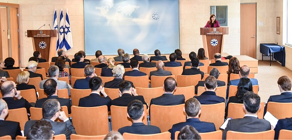 La viceministra de Relaciones Exteriores, Tzipi Hotovely, informa a diplomáticos extranjeros en Jerusalem el martes