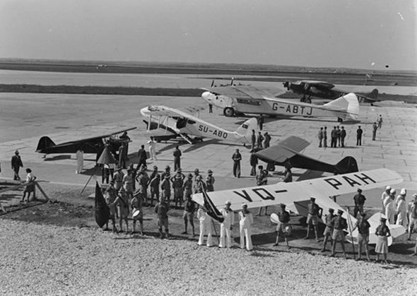 La ceremonia de graduación del primer grupo de pilotos de la fuerza aérea judía en 1939. Fuente: Wikimedia