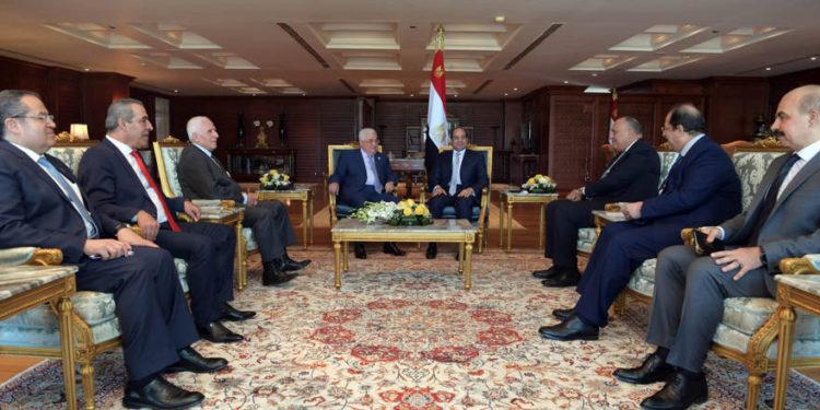 """Egipto presiona para que Abbas acepte la """"reconciliación gradual"""" con Hamas"""