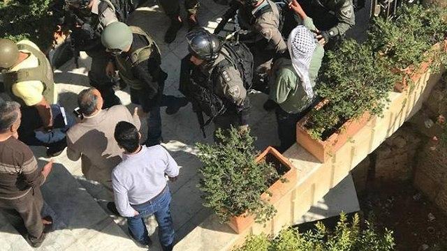 Fuerzas de seguridad allanan el edificio de oficinas de Rit en Jerusalem oriental